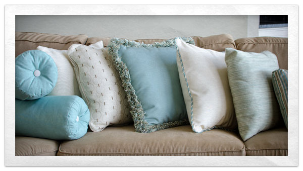 How To Make A Throw Pillow With Piping : how to make a throw pillow with fringe Do-It-Yourself Advice Blog.