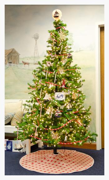 Diy christmas tree skirt do it yourself advice blog 2013november tree skirt 2 solutioingenieria Image collections