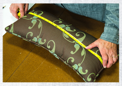 How To Make A Throw Pillow With Piping : How to Make a Lumbar Pillow with Piping Do-It-Yourself Advice Blog.